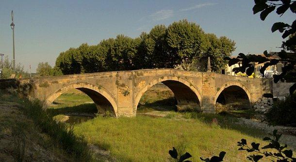 pont ouvèze l'été au matin